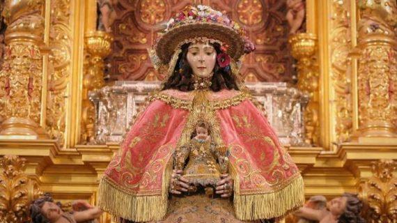 La Virgen del Rocío ya se encuentra vestida de Pastora