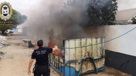 La rápida actuación de los agentes en un incendio registrado en Punta logra salvar un caballo alojado en un espacio aledaño