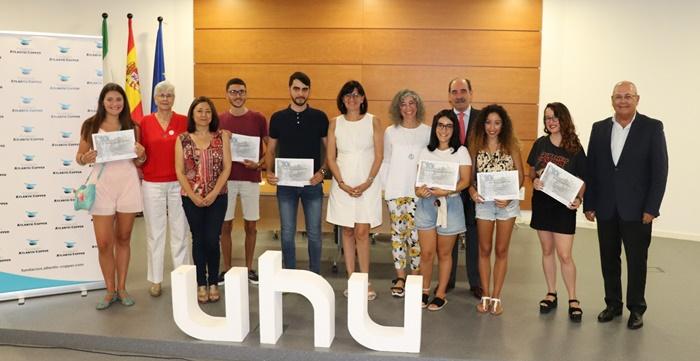 Un total de 11 alumnos de la UHU de destacado expediente reciben una beca para estudios en el extranjero