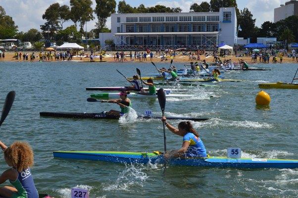 380 palistas llenan de intensidad deportiva y colorido la Ría de Huelva