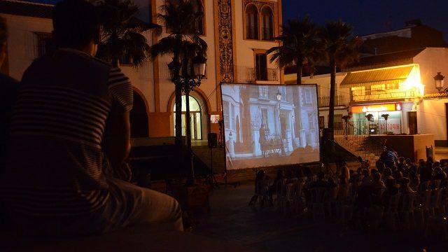 Palos de la Frontera y Mazagón estrenan su cine de verano bajo el titulo de 'Cine bajo las estrellas'