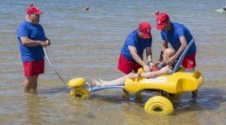 Más de un centenar de onubenses se beneficiarán este verano del programa 'Un baño sin fronteras'