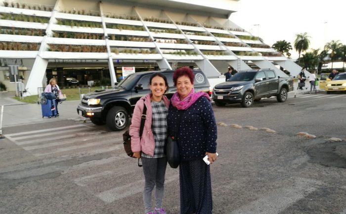 La diseñadora bartolina Manuela Macías y la periodista castillejera Miriam Vizcaíno, un voluntariado único en Paraguay