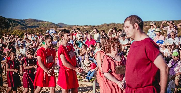 El Festival de Diana, todo un pueblo ataviado con la estética romana para revivir el pasado de Aroche