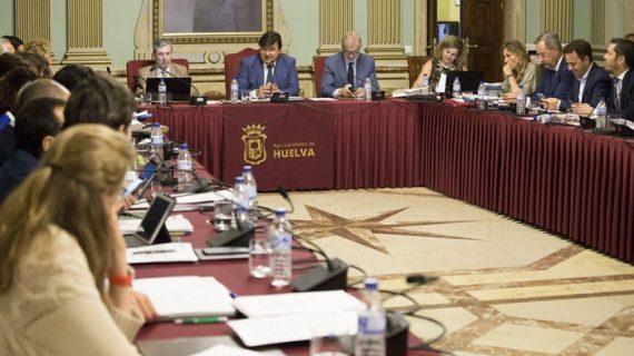 El Pleno del Ayuntamiento acuerda reclamar ayudas que apoyen al comercio en la capital