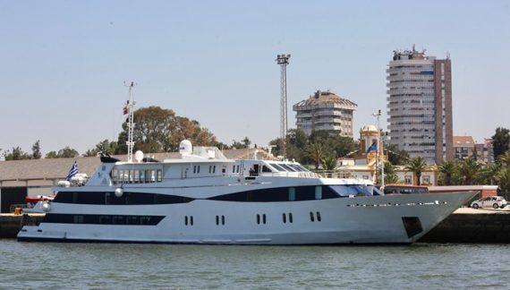 El buque de cruceros MS Harmony V atraca de nuevo en el Muelle de Levante del Puerto de Huelva