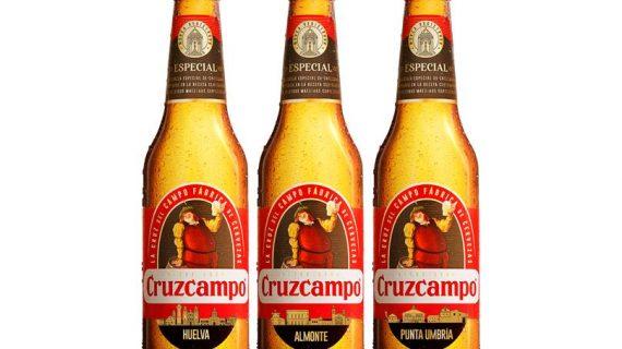 Cruzcampo homenajea en sus botellas a  Huelva, Lepe, Almonte, Moguer, Punta Umbría o Isla Cristina