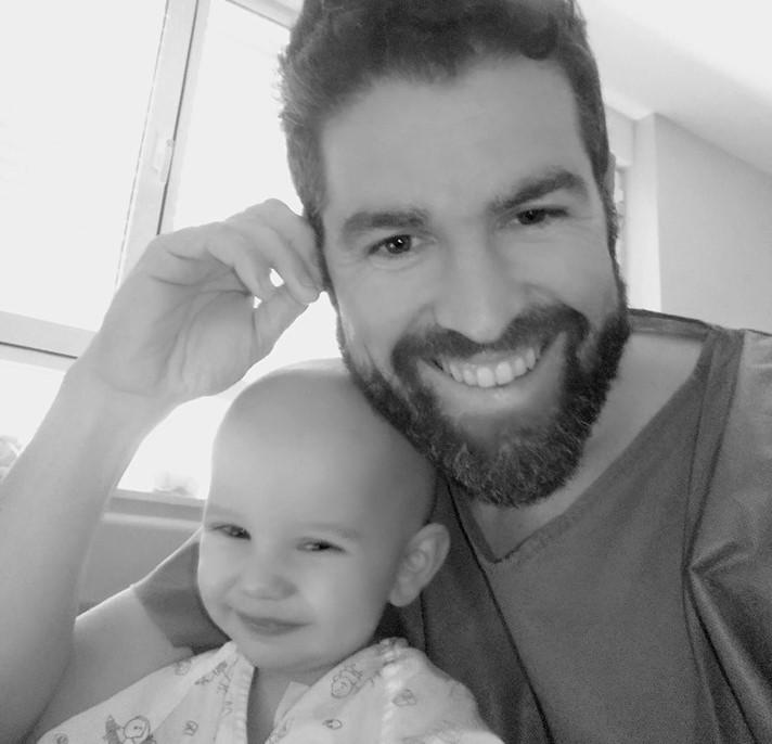 El pequeño Mauro recibe el alta tras su trasplante de médula