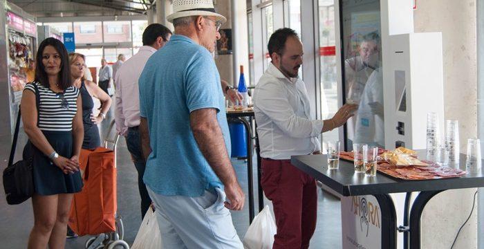 Pantallas táctiles para digitalizar las compras en el Mercado del Carmen