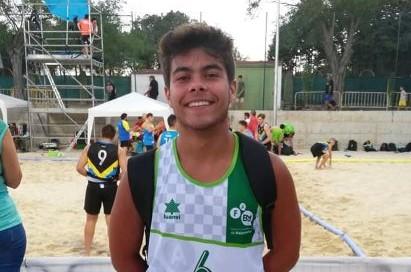 El moguereño Javier Rengel, jugador juvenil del PAN, subcampeón de España de Balonmano Playa