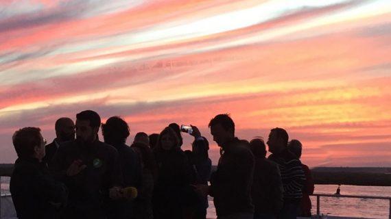 Atardeceres de verano en barco y otras ventajas de una ciudad costera