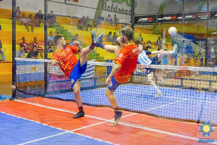 El Padbol, un deporte fusión entre el fútbol y el pádel que llega a España desde Huelva