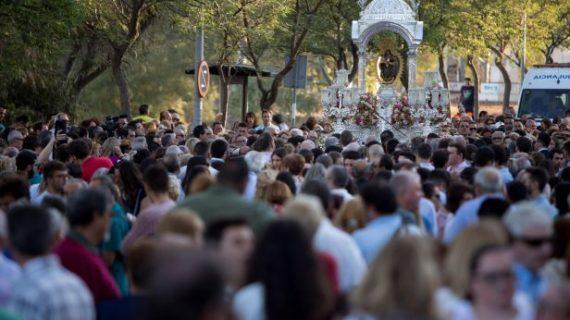 La devoción y la masiva asistencia de los onubenses marcan la Bajada de la Cinta