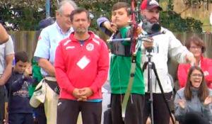 Agustín Rodríguez observa la actuación de su hijo, también arquero del Asirio.