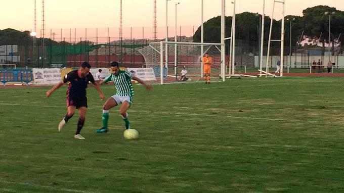 El Recre cerró la pretemporada con un empate (3-3) ante el Betis Deportivo en Punta Umbría. / Foto: H. M.