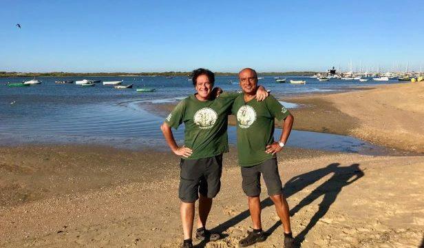 Dos ruteros llegan a Huelva a pie desde Euskadi para homenajear a los marineros que dieron la Primera Vuelta al Mundo junto a Magallanes