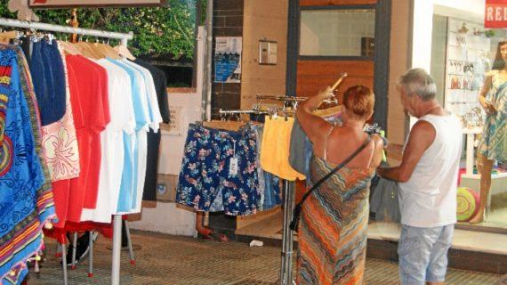 Los establecimientos puntaumbrieños ponen 'De punta en blanco' los espacios comerciales