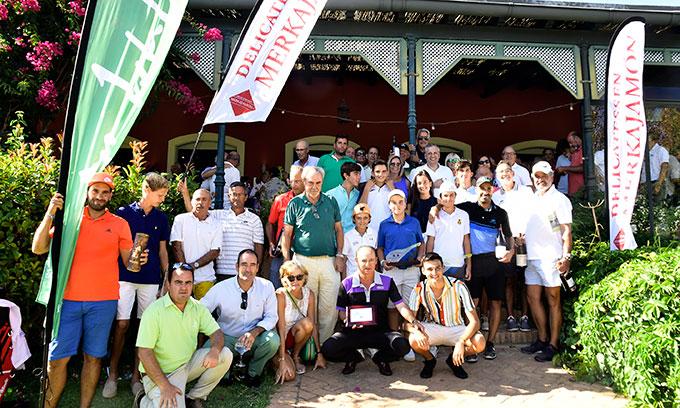 Un total de 180 jugadores tomaron parte en el VII Torneo de Golf 'Delicatesen Merkajamon'. / Foto: J. L. Rúa.