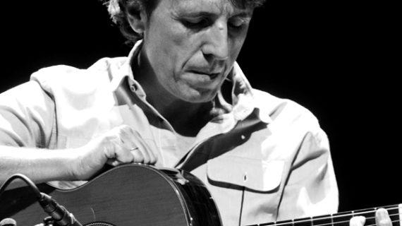 El álbum 'Río de rostros' del autor onubense Juan Carlos Romero, galardonado en los Premios Latinos 2019
