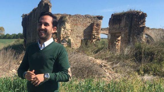 El joven bollullero Joaquín Domínguez muestra las claves para conservar el emblemático Convento de San Juan de Morañina de Bollullos