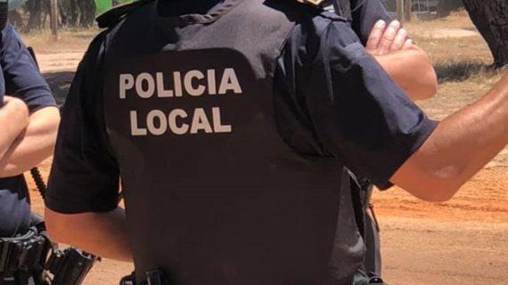 Muestras de apoyo al jefe de la Policía Local de Punta Umbría tras la petición de Fiscalía de reducir la pena de su agresor