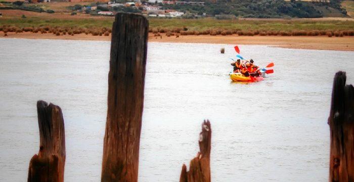 Una ruta deportiva para cruzar el desconocido paraje de las Salinas del Tinto en San Juan del Puerto