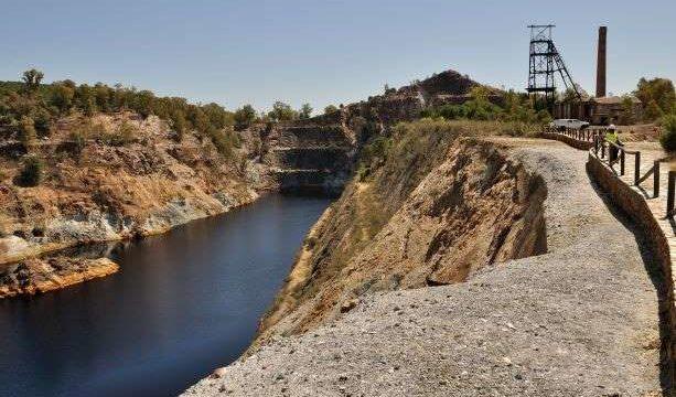 Tharsis Mining emplea tecnología dron para la toma de muestras de agua en La Zarza