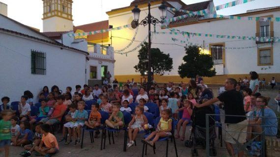 Más de 5.000 personas de pequeños municipios disfrutan la magia de la gran pantalla gracias a 'Cine en el pueblo'