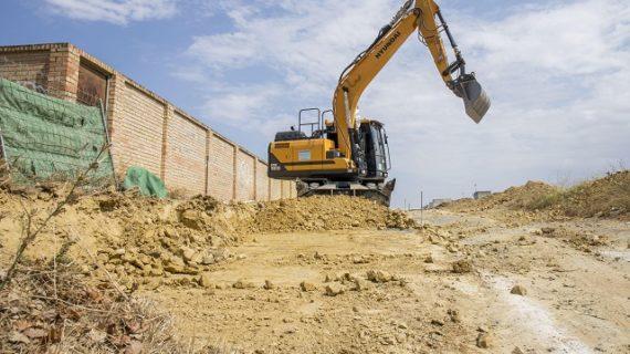 Comienzan las obras para habilitar un nuevo acceso al parking municipal del Hospital Juan Ramón Jiménez
