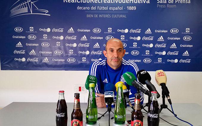 """Alberto Monteagudo, entrenador del Recre, advierte que el Algeciras tiene jugadores """"con talento"""". / Foto: @recreoficial."""