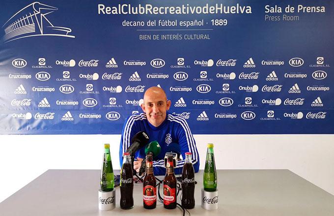 Alberto Monteagudo, entrenador del Recreativo de Huelva, durante la rueda de prensa. / Foto: @recreoficial.