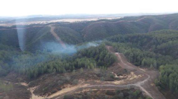 Trabajan en la extinción de un incendio en Almonaster la Real