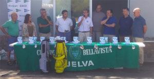 Un momento de la entrega de premios del torneo de golf benéfico que tuvo lugar en Bellavista.