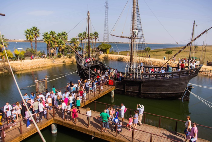 Visitantes del Muelle de las Carabelas recibirán este viernes un obsequio por el Día Mundial del Turismo