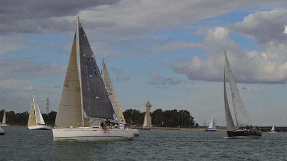 Un total de 28 embarcaciones dan lustre y brillantez a la Regata de Cruceros '50 Aniversario del Real Club Marítimo de Huelva'