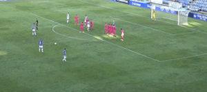 Momento previo al lanzamiento de Nano, en la acción que significó el 1-0. / Foto: Captura imagen Teleonuba.