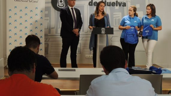 Un total de 1.320 familias en riesgo de exclusión reciben kits de material escolar para el nuevo curso