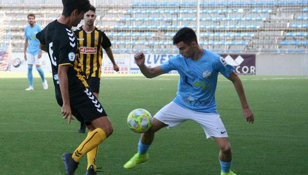 Un penalti dudoso derrota al San Roque en el campo del líder, Ciudad de Lucena (1-0)