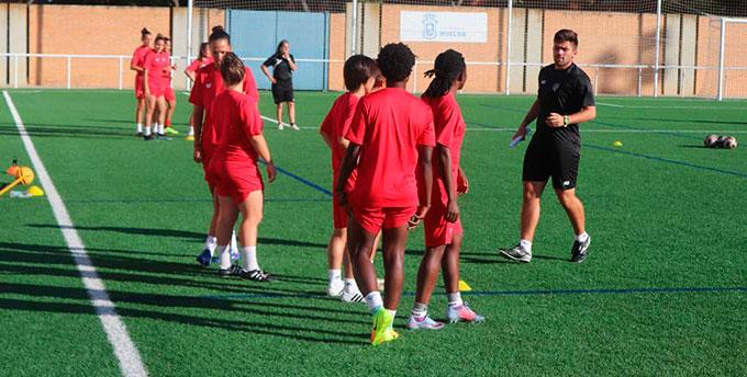Las jugadoras del Sporting regresaron a los entrenamientos con la mente puesta en el debut liguero este sábado. / Foto: @sportinghuelva.