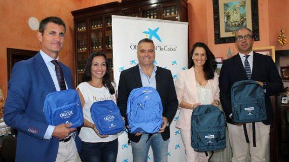 Obra Social La Caixa dona material escolar para familias palmerinas