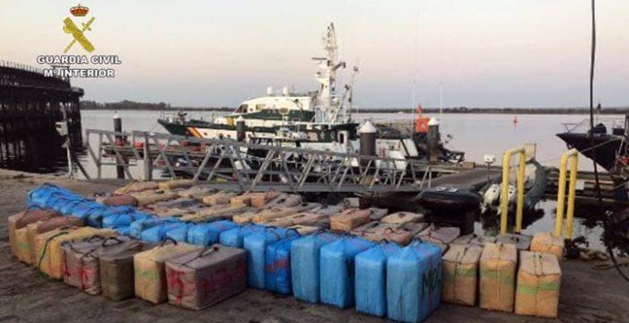 Incautadas más de 11 toneladas de hachís en las costas de Huelva, Cádiz y Málaga en los últimos cinco días