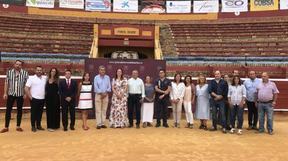 El espectáculo solidario 'Héroes a caballo' congrega a destacados jinetes como antesala de las Fiestas de La Cinta