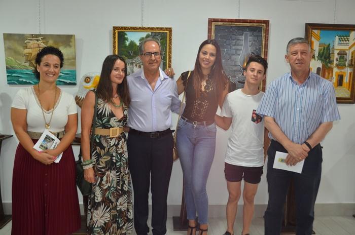 El palermo Joaquín Dacosta expone sus obras en la Oficina de Turismo de la localidad