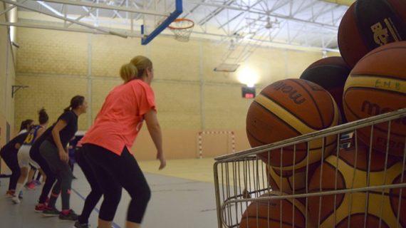 Nace en Hinojos la Escuela Municipal de Baloncesto 'Veteranas'