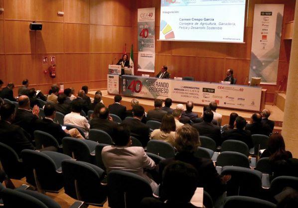 """Crespo traslada a los empresarios onubenses que la """"economía circular ha de ser la base"""" sobre la que construir el futuro"""