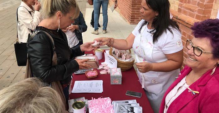 Galletas solidarias para el Día Mundial contra el Cáncer de Mama en San Juan del Puerto