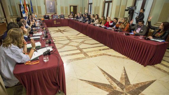 El Pleno del Ayuntamiento da luz verde al ahorro de 18,2 millones en intereses bancarios