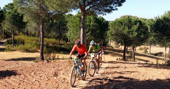 Los corredores Élite Francisco Javier Macías e Isabel Felipe, vencedores de las Huelva Series XCM 2019