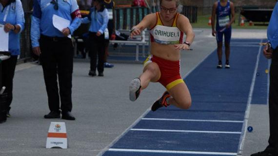 Blanca Betanzos ya es tricampeona mundial con la medalla de oro lograda en el salto de longitud
