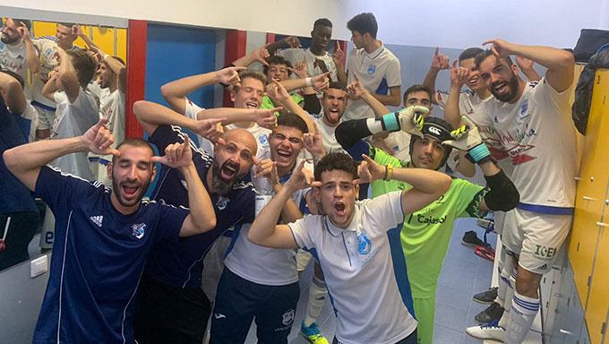 Tras el pase a las semifinales del torneo se desató la alegría en el vestuario del CD Sordos Huelva.